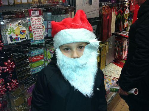 Devinez qui se cache sous la barbe de Santa ? ( Nicolas...)