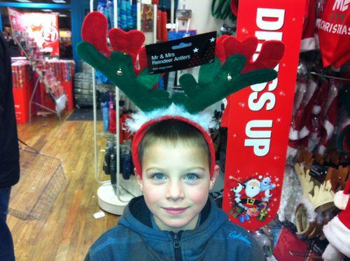 Geoffrey en plein shopping dans les magasins de Canterbury...
